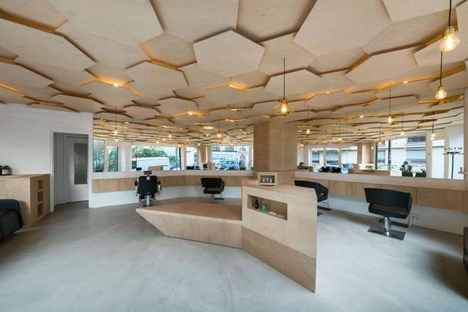 Muốn không gian sống ấm cúng nhớ đừng bỏ lỡ kiểu trần nhà bằng gỗ - Ảnh 2.