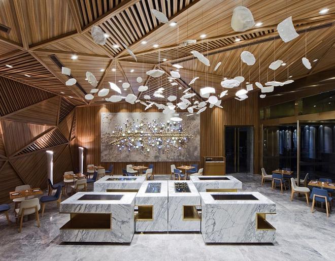 Muốn không gian sống ấm cúng nhớ đừng bỏ lỡ kiểu trần nhà bằng gỗ - Ảnh 16.