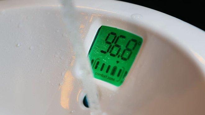 Chiếc bồn tắm cho trẻ sơ sinh khiến các mẹ nhìn thấy là muốn rút ví mua ngay - Ảnh 8.