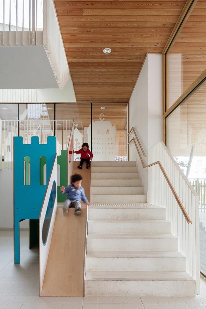 Những mẫu thiết kế sáng tạo dưới đây sẽ biến cầu thang nhà bạn thành khu vui chơi cực hay của trẻ nhỏ - ảnh 3
