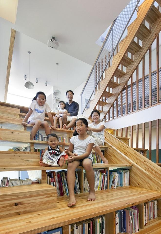 Những mẫu thiết kế sáng tạo dưới đây sẽ biến cầu thang nhà bạn thành khu vui chơi cực hay của trẻ nhỏ - ảnh 6