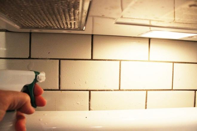Bày mẹo nhỏ giúp bạn làm sạch tường bếp khỏi những vết bẩn và vàng ố từ dầu mỡ - Ảnh 4.