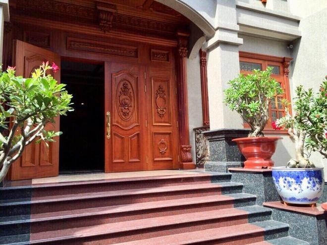 Choáng ngợp khi ngắm cận cảnh căn biệt thự toàn gỗ quý siêu sang giá 55 tỷ ở quận Tân Bình, TP.HCM - Ảnh 5.