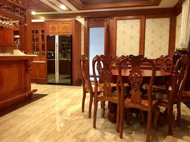 Choáng ngợp khi ngắm cận cảnh căn biệt thự toàn gỗ quý siêu sang giá 55 tỷ ở quận Tân Bình, TP.HCM - Ảnh 9.