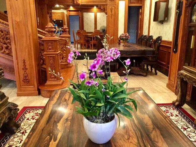 Choáng ngợp khi ngắm cận cảnh căn biệt thự toàn gỗ quý siêu sang giá 55 tỷ ở quận Tân Bình, TP.HCM - Ảnh 14.