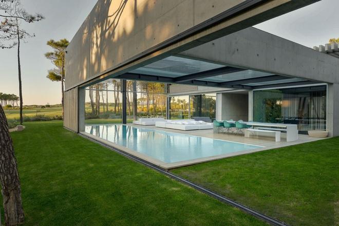 Biệt thự vườn cực chất với bể bơi đáy kính trong suốt trên trần nhà - Ảnh 6.