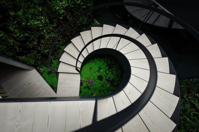 Biệt thự vườn cực chất với bể bơi đáy kính trong suốt trên trần nhà - Ảnh 8.