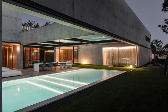 Biệt thự vườn cực chất với bể bơi đáy kính trong suốt trên trần nhà - Ảnh 9.
