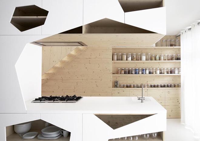 Sơn trắng toàn bộ không gian kết hợp nội thất gỗ - màu công thức cho một căn bếp nhỏ tinh tế và hiện đại - Ảnh 3.