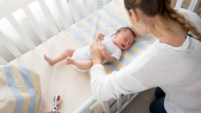 Trẻ không ngủ ngoan có thể do bố mẹ đã mắc phải 1 trong 8 sai lầm nghiêm trọng - Ảnh 1.