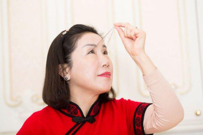 Tưởng lông mi 3cm đã là dài nhất thế giới vậy mà lông mi người phụ nữ này còn dài gấp 4 lần - ảnh 2