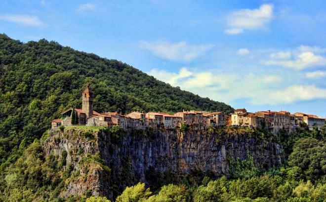 Những ngôi làng tuyệt đẹp như cổ tích ai cũng mơ ước được tới dù chỉ một lần - Ảnh 14.