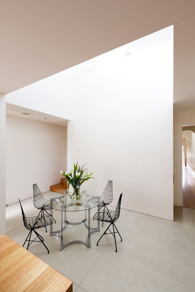 Ngôi nhà đặc biệt có không gian mở kết nối với thiên nhiên, nội thất tối giản nhưng vô cùng hiện đại - Ảnh 8.