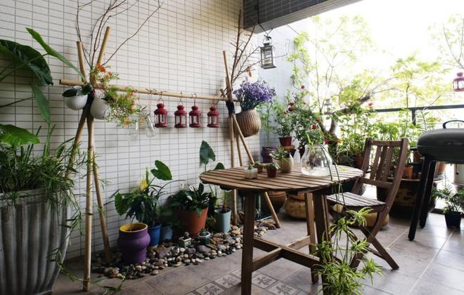 Ban công nhỏ biến thành khu vườn xanh mát đẹp hút ánh nhìn với những ý tưởng đơn giản không ngờ - Ảnh 12.