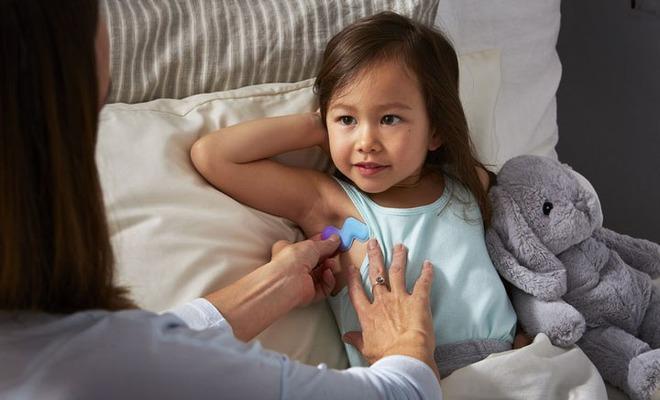 Quẳng nỗi lo thức đo nhiệt độ cả đêm khi con ốm với chiếc nhiệt kế thông minh - Ảnh 2.