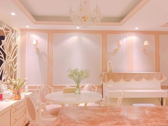 Ngắm căn hộ góc nào cũng lãng mạn và ngọt ngào với hoa tươi của hoa hậu Phạm Hương - Ảnh 17.