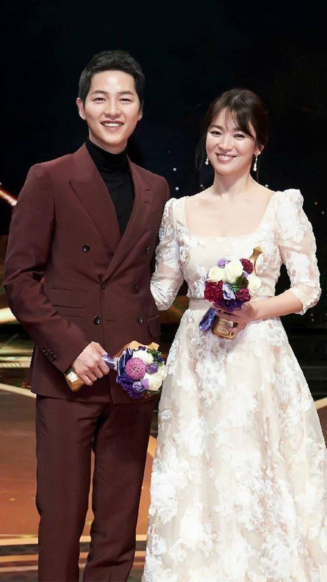 Trước hôn lễ thế kỷ, Song Joong Ki và Song Hye Kyo hẹn hò đi xem nhạc kịch - Ảnh 2.