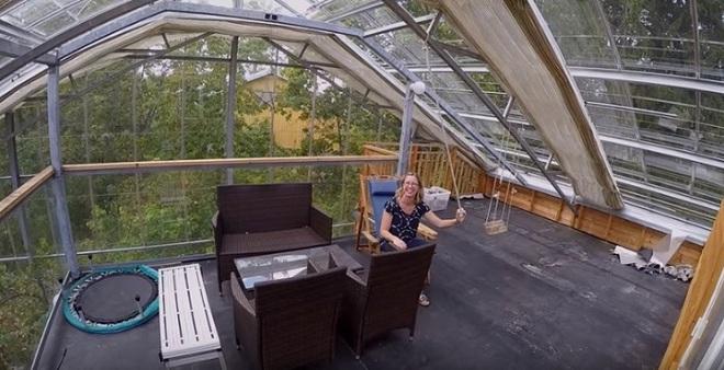 Chống lạnh bằng hệ thống kính bao quanh, đôi vợ chồng biến ngôi nhà thành sản phẩm thiết kế độc đáo nhất thế giới - Ảnh 5.