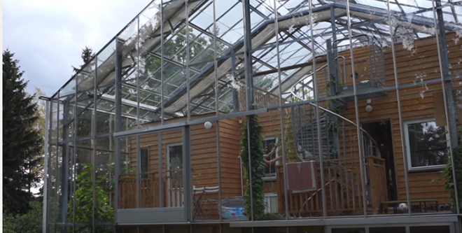 Chống lạnh bằng hệ thống kính bao quanh, đôi vợ chồng biến ngôi nhà thành sản phẩm thiết kế độc đáo nhất thế giới - Ảnh 9.