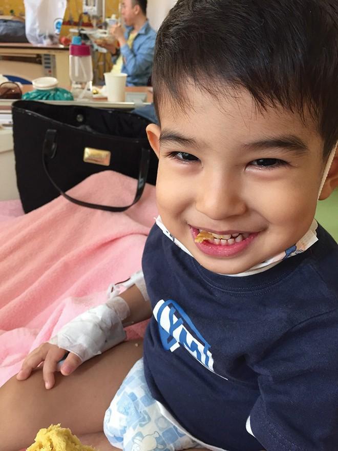 Phát hiện con trai mắc bệnh ung thư máu chỉ từ những triệu chứng ho, sốt thông thường - Ảnh 1.