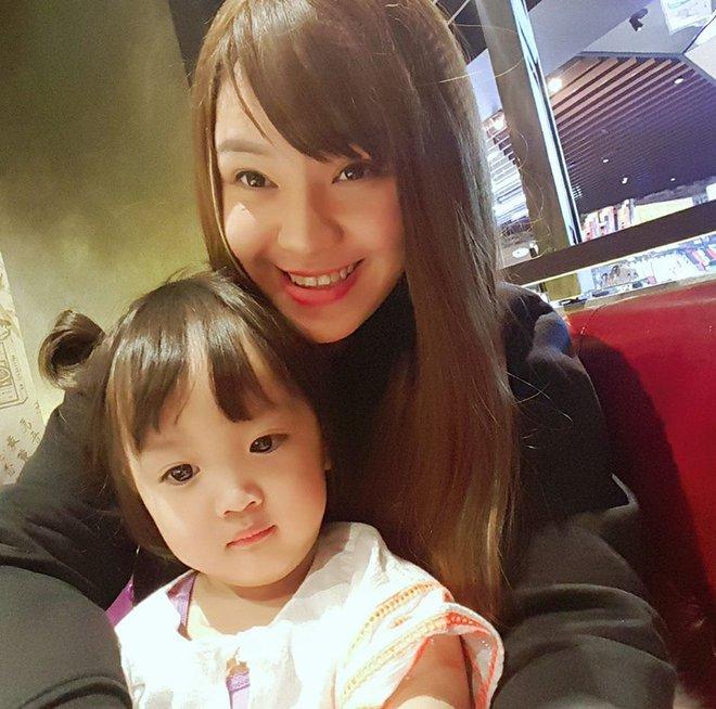Mẹ Việt ở Úc<b style=color:#FA5742><i> hướng dẫn </i></b>các bước đơn giản làm cơm bento cho bé ăn thun thút - Ảnh 1.