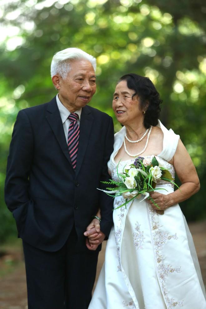 """Cả Hà Nội mới có một gia đình """"yêu tận tim"""": Ông bà, thông gia cưới cùng cô dâu, chú rể vui như thế này! - Ảnh 6."""