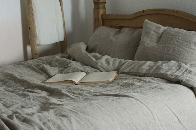 11 mẫu chăn ga gối bằng vải linen mềm mại và ấm áp nên có trong phòng ngủ vào mùa thu đông - Ảnh 3.