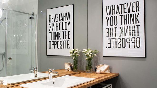 Tranh chữ slogan – xu hướng trang trí nội thất đỉnh cao bắt nguồn từ sự tối giản - Ảnh 1.
