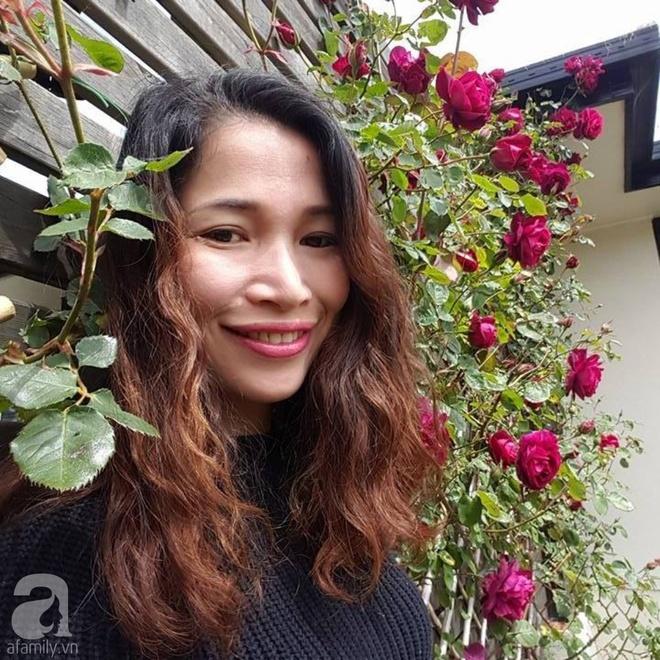Người phụ nữ Việt tự tay biến khu vườn 700m² đầy cỏ dại thành một thảm hoa cúc dịu dàng - Ảnh 2.