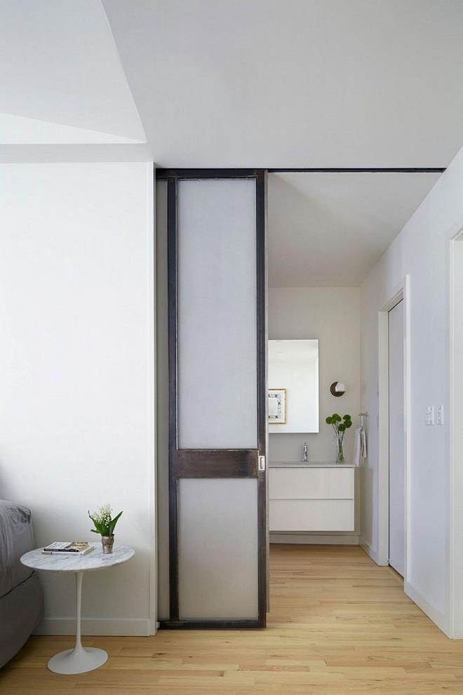 Tham khảo ngay những mẫu thiết kế cửa kéo vừa tiện lợi lại tiết kiệm diện tích cho nhà nhỏ - Ảnh 1.