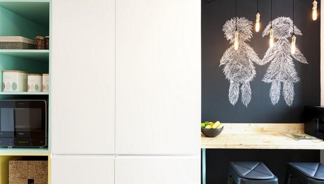 Căn hộ nhỏ trang trí theo phong cách tối giản đẹp hút mắt nhờ điểm nhấn màu sắc tinh tế - Ảnh 4.
