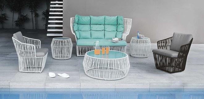 Thiết kế ghế nhựa dẻo đẹp cho góc thư giãn ngoài trời thêm trẻ trung và phong cách - Ảnh 1.