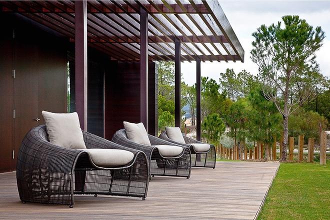 Thiết kế ghế nhựa dẻo đẹp cho góc thư giãn ngoài trời thêm trẻ trung và phong cách - Ảnh 9.