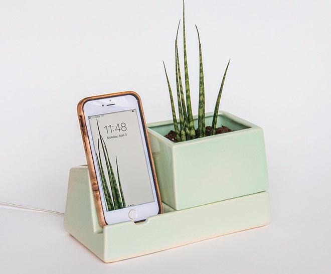 Bộ sưu tập phụ kiện độc đáo dành cho những người không thể rời tay khỏi điện thoại - Ảnh 3.