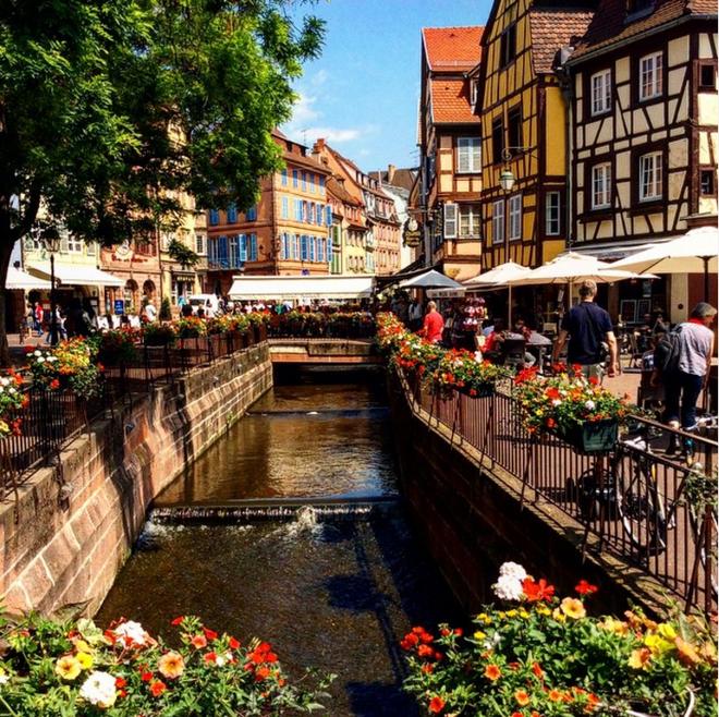 Nín thở ngắm nhìn những con phố đẹp nhất trên thế giới - Ảnh 12.