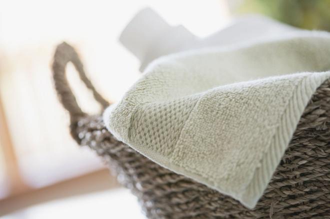 5 chất liệu không nên sử dụng nước xả khi muốn làm mềm vải - Ảnh 2.