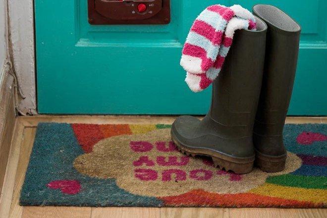Đây là cách cực đơn giản nhưng sẽ giúp sàn gỗ nhà bạn luôn sạch bóng kể cả khi đã dùng lâu năm - Ảnh 2.