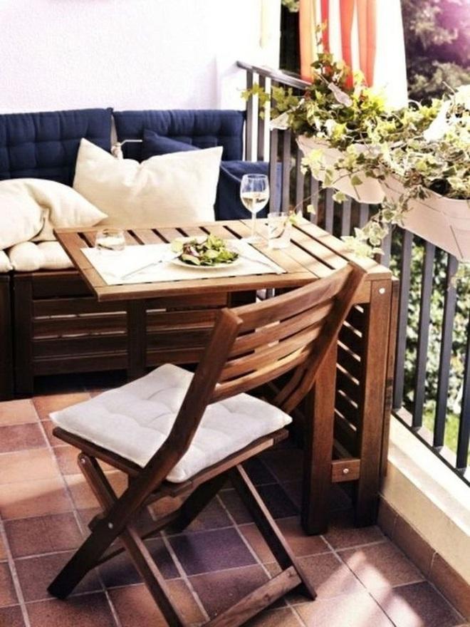 Nghệ thuật thiết kế đỉnh cao là khi ban công nhỏ thế nào vẫn bố trí được bàn ăn và ghế - Ảnh 4.