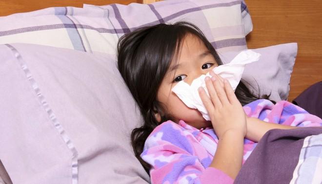 4 cách phòng tránh cảm cúm, viêm đường hô hấp cho trẻ trong mùa lạnh cha mẹ nào cũng cần biết - Ảnh 1.