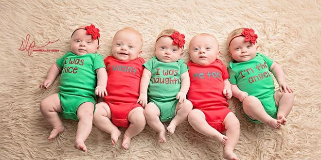 Cặp sinh năm siêu đáng yêu chào đón Giáng sinh đầu tiên trong đời - Ảnh 10.