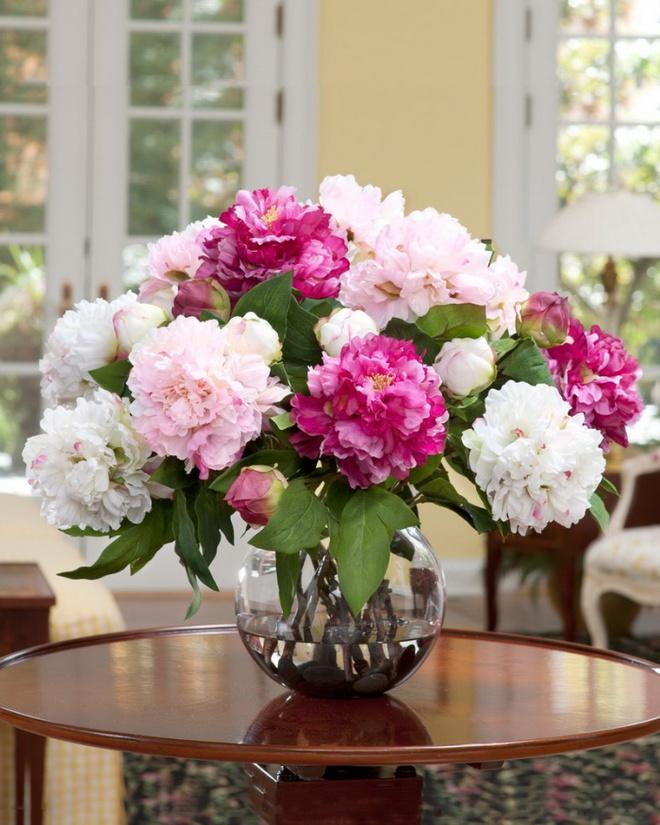 Các kiểu cắm hoa tươi đơn giản mà ấn tượng cho nhà đẹp dịp năm mới - Ảnh 2.