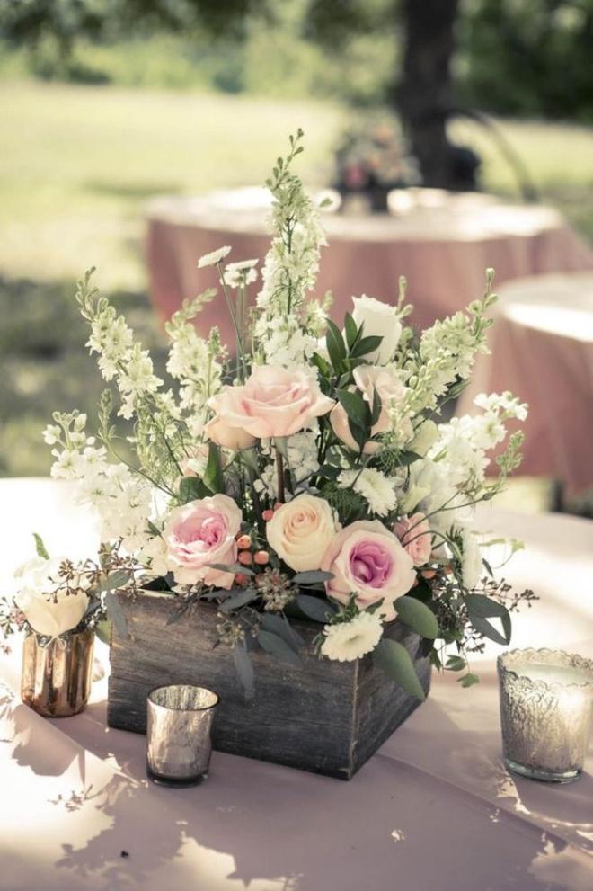 Các kiểu cắm hoa tươi đơn giản mà ấn tượng cho nhà đẹp dịp năm mới - Ảnh 4.