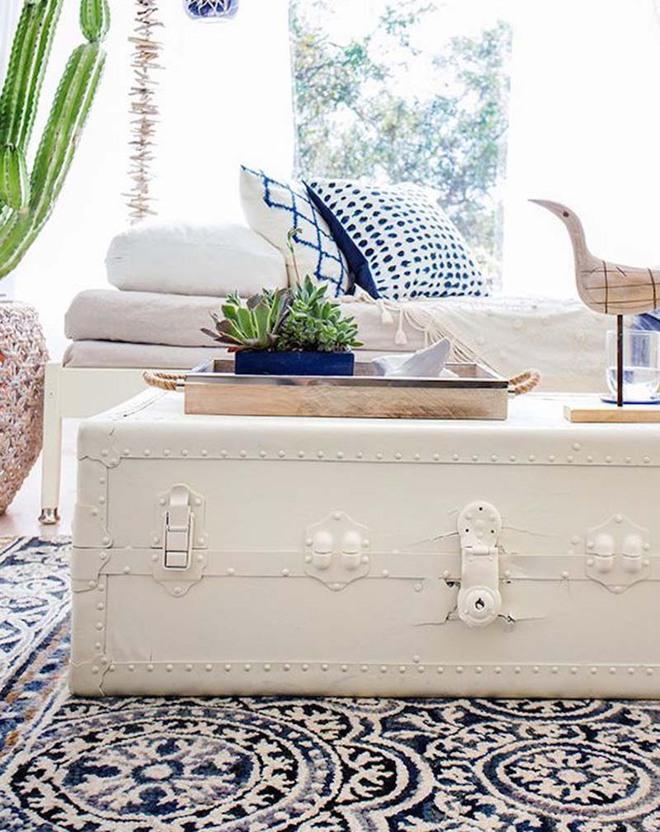 Không ngờ những chiếc vali cũ lại có thể giúp cho phòng khách đẹp đến như vậy - Ảnh 4.