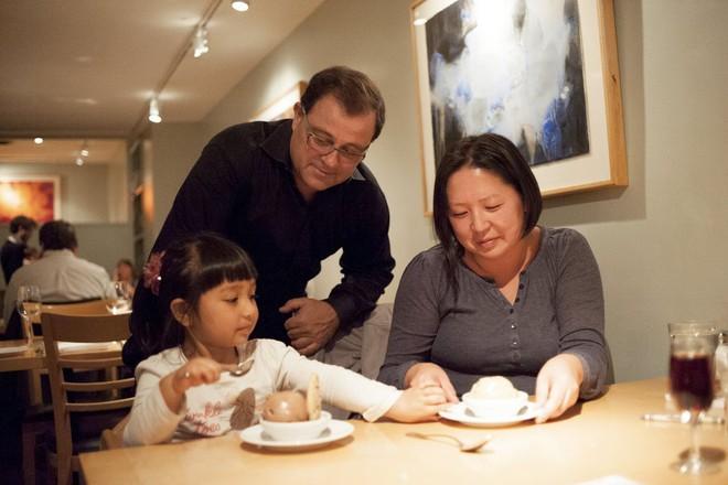 Clip: Xem trẻ em Tây được học cách cư xử lịch sự, nhiều bố mẹ Việt sẽ thốt lên Thật tuyệt vời - Ảnh 5.