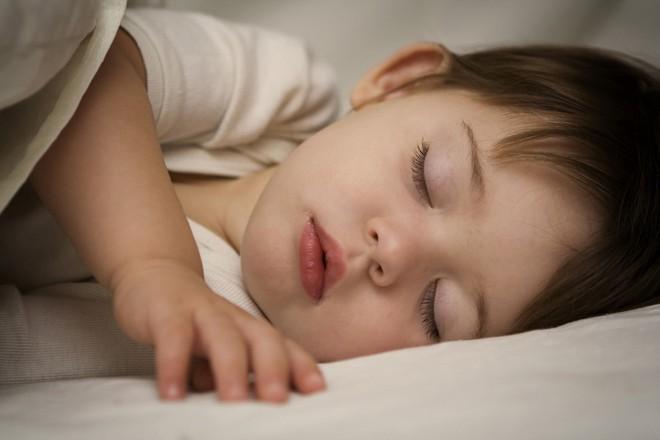 4 ấm 1 lạnh: Quy tắc giữ ấm giúp trẻ khỏe mạnh suốt mùa đông, các mẹ đã biết chưa? - Ảnh 3.