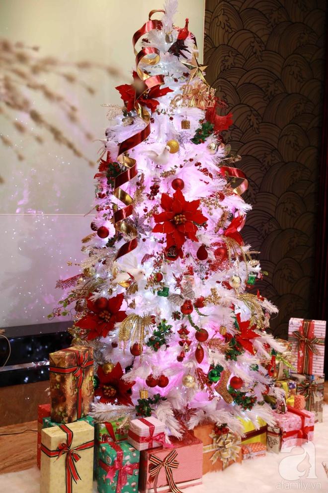 Ngắm biệt thự triệu đô của Đàm Vĩnh Hưng được trang trí đẹp lung linh đón Noel về - Ảnh 12.