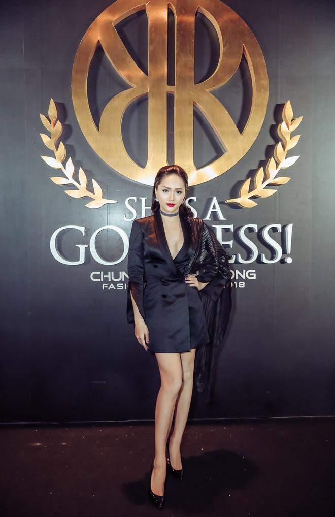 Hoa hậu đại dương Ngân Anh cùng dàn mỹ nhân thiêu đốt thảm đỏ show thời trang của Chung Thanh Phong - Ảnh 16.