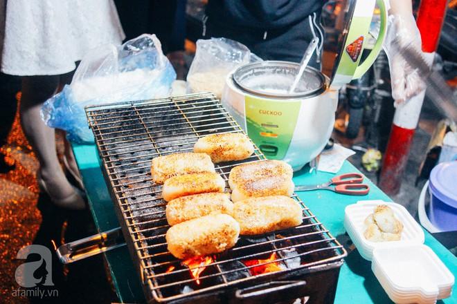 Chấm điểm chuối bọc nếp nướng - món ăn đường phố Sài Gòn ngon nhất thế giới vừa có mặt ở Hà Nội - Ảnh 1.