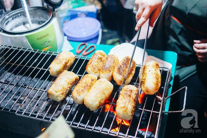 Chấm điểm chuối bọc nếp nướng - món ăn đường phố Sài Gòn ngon nhất thế giới vừa có mặt ở Hà Nội - Ảnh 12.