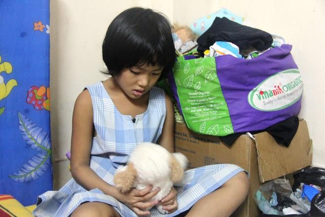 Bố bỏ đi theo vợ nhỏ, bé gái 7 tuổi nghỉ học ở nhà lấy sữa lon pha loãng cho em 2 tháng uống vì không có tiền - Ảnh 13.